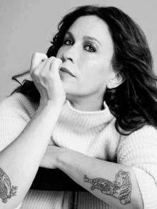 Alanis Morissette lança música de alerta sobre depressão. Escute aqui