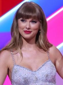 Taylor Swift bate recorde de venda de LP do seu último disco Evermore