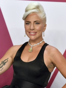 Lady Gaga lança disco comemorativo de 'Born This Way' com artistas