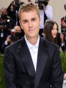 Justin Bieber lança clipe lindo para a faixa 'Ghost'. Assista aqui